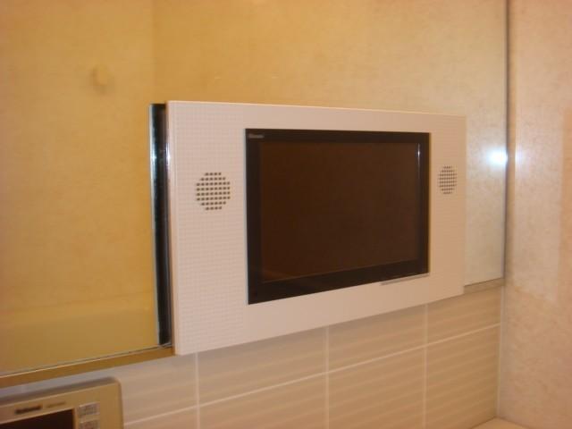 名古屋市千種区 浴室テレビ リンナイ12V型地デジの取付