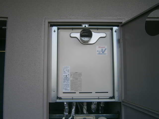 給湯器水漏れの為取替工事